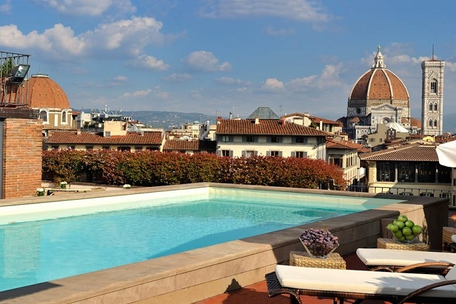 I locali a bordo piscina a firenze dove pranzare far l 39 aperitivo e ballare - Hotel con piscina firenze ...
