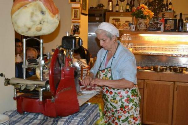 trattoria dell'omo roma stazione termini cucina tipica romana amatriciana abbacchio cacio e pepe i 5 posti dove mangiare vicino alla stazione termini