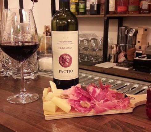 wine bar, vino, market, brindisi