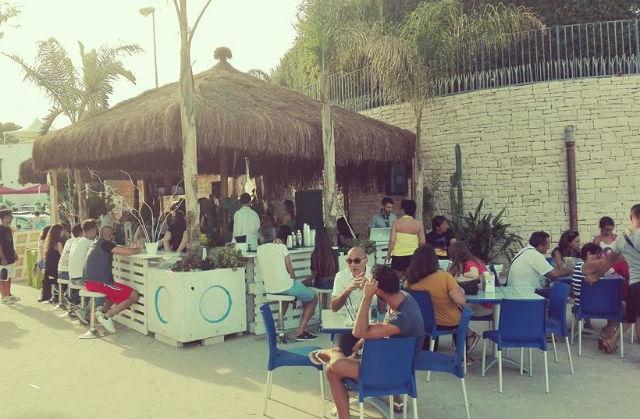locali ristoranti trani dove bere piazzale colonna monastero trani70 punta dell'est foto da facebook https://www.facebook.com/lapuntadellest/?fref=ts