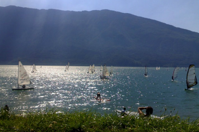lago di santa croce https://it.wikipedia.org/wiki/lago_di_santa_croce#/media/file:s.croce002.jpg