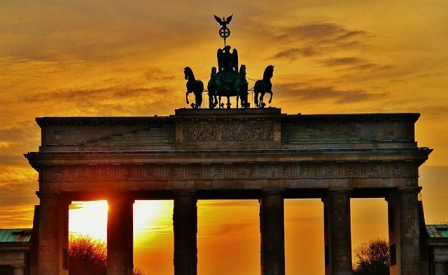 berlino evening flickr creative commons  https://www.flickr.com/photos/prasad-om/5551059284/