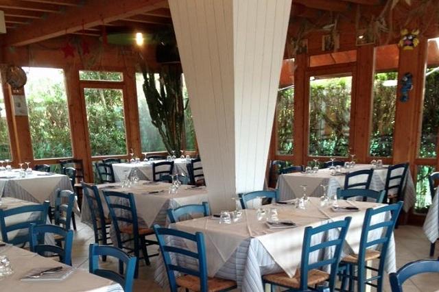 all'armanda viareggio https://www.facebook.com/ristoranteallarmanda/photos/pb.212168652138760.-2207520000.1458233383./1092443167444633/?type=3&theater