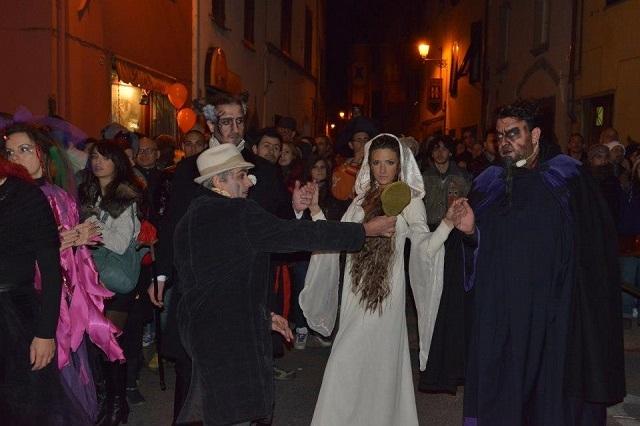 halloween celebration https://www.facebook.com/halloweencelebration/photos/a.556899704336534.153284.160583027301539/556901591003012/?type=3&theater