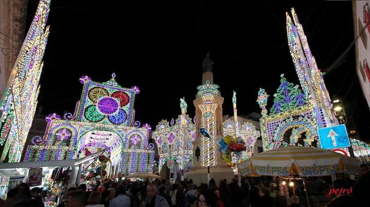 luminarie di casarano https://www.facebook.com/festepatronalicasarano/photos/a.1623380687920495.1073741827.1616391268619437/1953222894936271/?type=1&theater