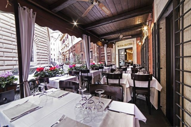 mangiare all'aperto roma il falchetto