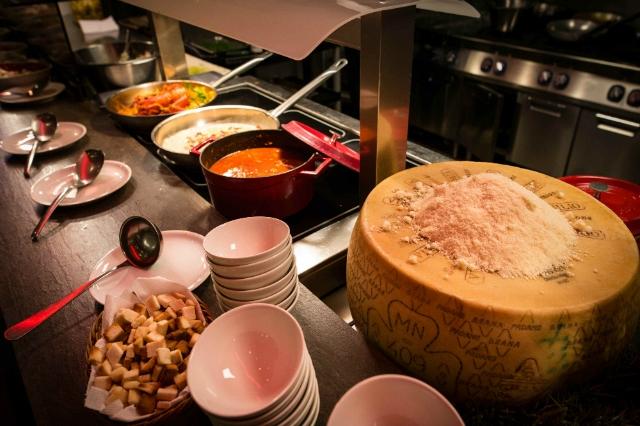 sapori dal mondo ristorante all you can eat roma hotel a.roma casaletto dieci cucine brunch cena bambini famiglie a volontà