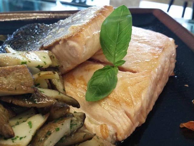 olio glocal food experience acquaviva delle fonti salmone funghi