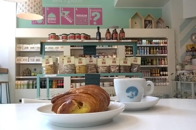 milano colazione brera cappuccino brioche croissant caffè nap cup