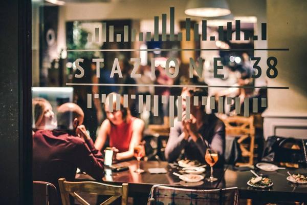 stazione 38 aperitivo vintage tema musica cibo cocktail roma marconi piazza della radio domenica serate strane roma divertimento