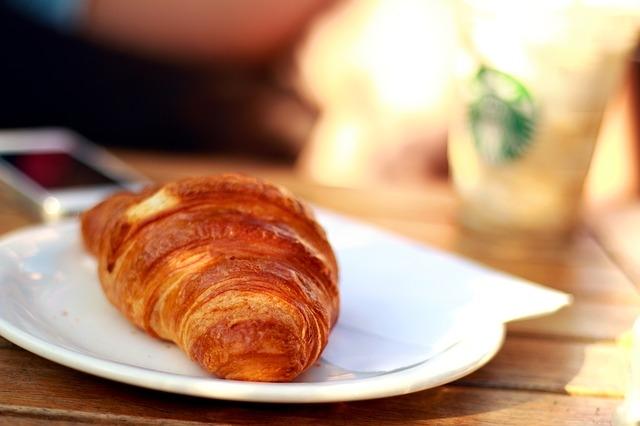 colazione cornetto (foto free)
