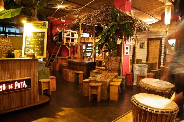 ... . Il Jamaica bar si trova a Vicenza, appena vai, ordina una pentola