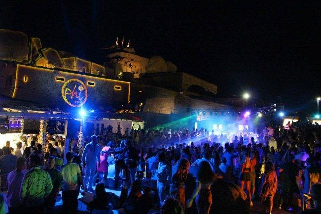 phi beach sardegna arzachena https://www.facebook.com/phibeachofficialpage/photos/a.120750691278041.15875.116373365049107/1597764190243343/?type=3&theater