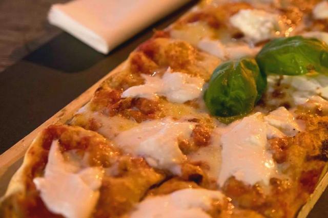 angeli rock pizza fino a tardi roma pinsa forno a legna pub cocktail bar ostiense cena fino a tardi