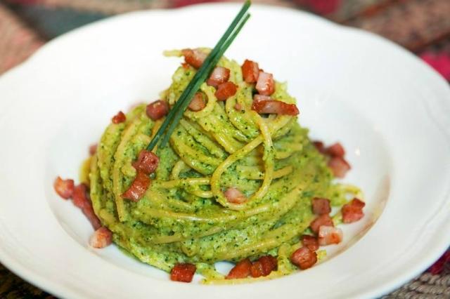 ecco 7 ristoranti dove poter assaggiare roma  https://www.facebook.com/ilrazionale.ristorante/photos/pb.1020394707982018.-2207520000.1455812407./1059563194065169/?type=3&theater