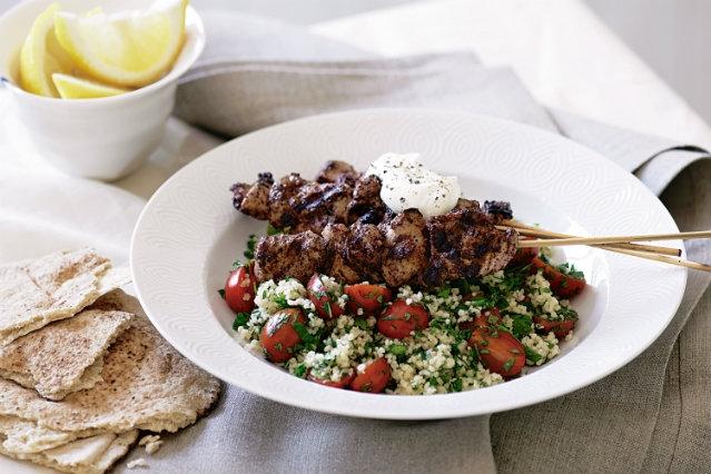 tra i ristoranti etnici di milano ecco quelli libanesi e turchi dove poter assaggiare i veri piatti kebab come tradizione comanda