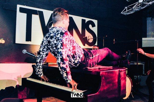 twins canosa di puglia musica live dal vivo