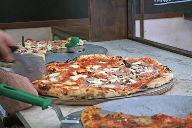 l'angolo della pizza pizza al taglio https://www.facebook.com/angolodellapizzafirenze/photos/a.765609153453003.1073741826.571759956171258/976038809076702/?type=3&theater
