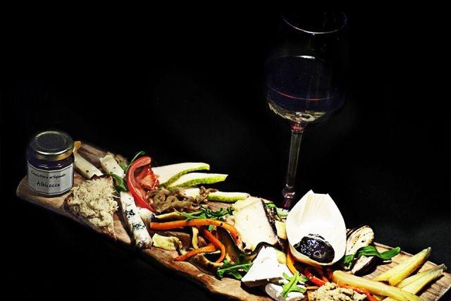 aperitivo in vineria roma la locanda del prosciutto
