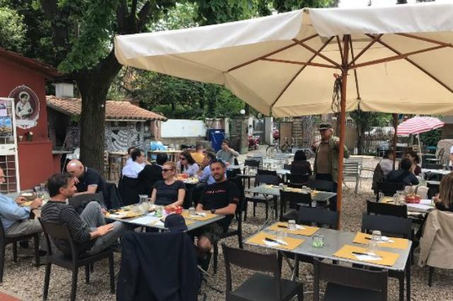 casetta rossa dove mangiare all'aperto a roma d'inverno ristorante trattoria garbatella tradizionale parco