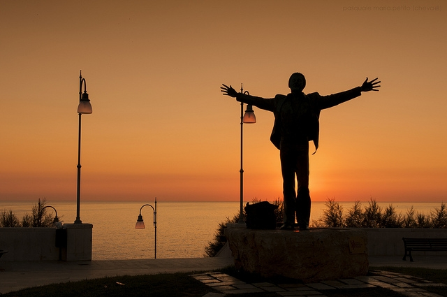 tramonto polignano domenico modugno foto di https://www.flickr.com/photos/linosalento/9502831264/