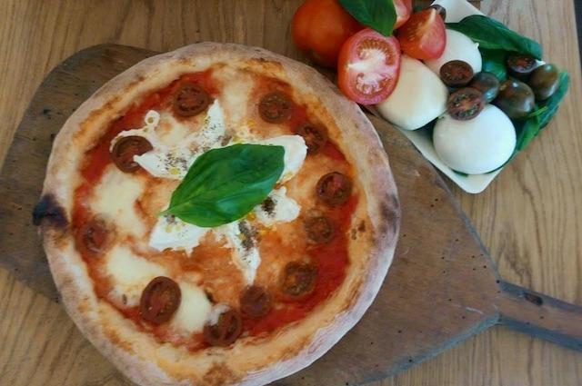 mister pizza firenze https://www.facebook.com/misterpizzafirenze/photos/a.141573605945642.18686.141279049308431/1095487693887557/?type=3&theater