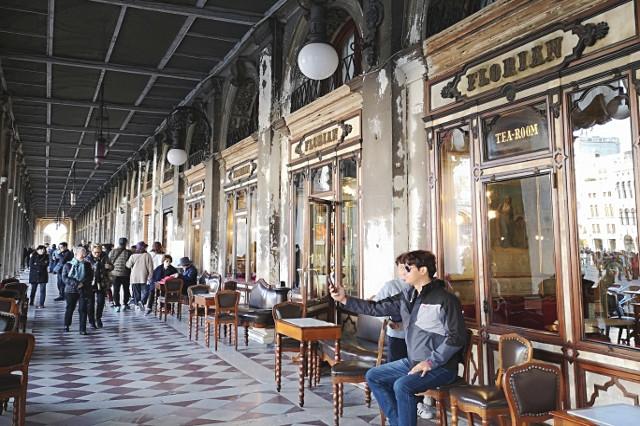 caffe florian piazza san marco cioccolata the dolci colazione mangiare a venezia lusso esperienza