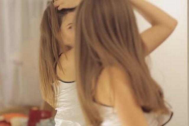 cosa fanno ragazze davanti allo specchio profilo preferito