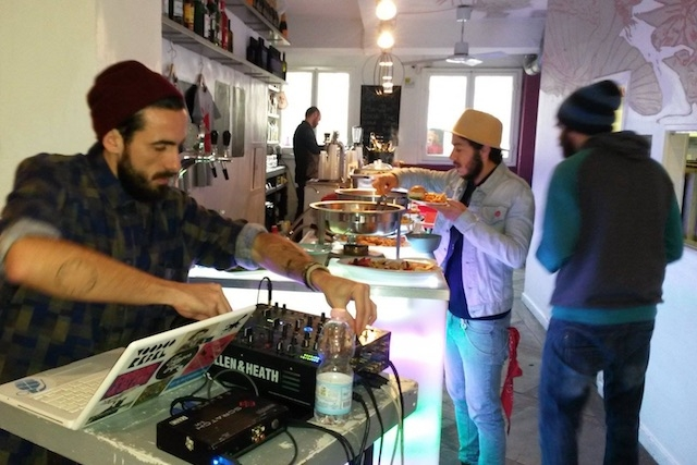 pop cafe firenze dj set dj bar cocktail firenze https://www.facebook.com/256213727775310/photos/a.256242697772413.62510.256213727775310/661150147281664/?type=3&theater