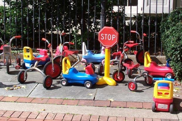 parcheggio park bambini https://www.flickr.com/photos/porfirio/254984035/in/photolist-e7krvv-ppbcq-52j4je-4qgcsk-54wqdh-7ydass-4qgcok-4j5yth-e7r7ql-e7r7ho-dmrrlk-owrst