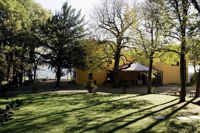 relais il trebbiolo http://www.iltrebbiolo.it/wp-content/gallery/parco/03.jpg