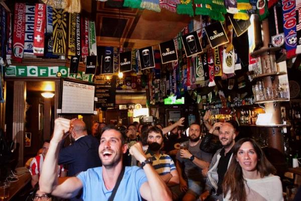 shamrock pub roma colosseo monti pub irlandese irish pub sport sciarpe squadre calcio sport live tifosi birra guinness