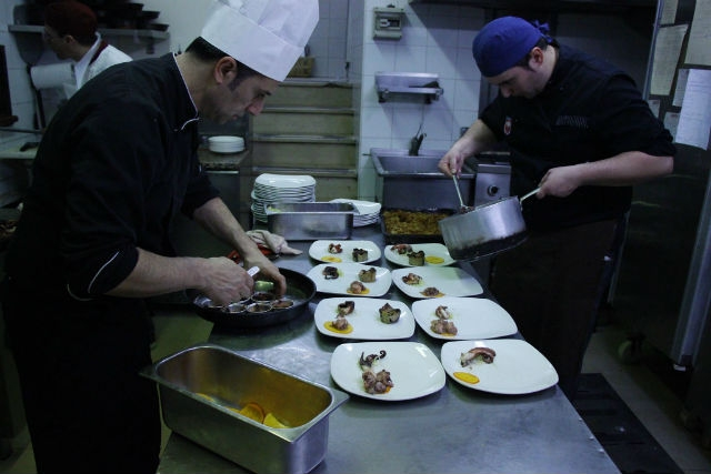 ristorante pesce crudo centro storico barletta il vecchio forno foto da facebook https://www.facebook.com/377259228954952/photos/a.377261142288094.105043.377259228954952/791120764235461/?type=3&theater