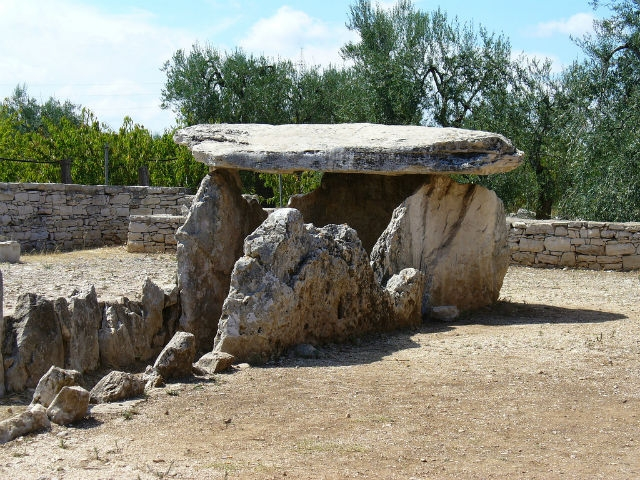 agriturismo puglia bisceglie dolmen la chianca tripadvisor masseria posta santa croce foto da flickr https://www.flickr.com/photos/loloieg/269286481/in/photolist-acvkxx-pnaun