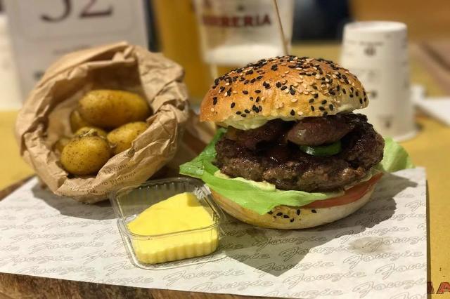 fonzie's burger house roma hamburger kosher migliore street food a roma panini salse cibo da strada fast food
