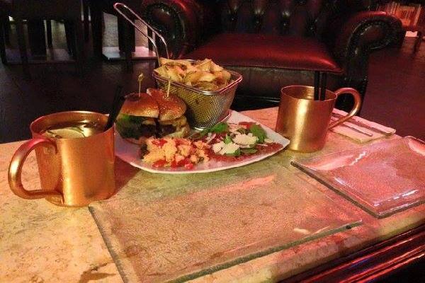 percorsi burgers & cocktails abbinamenti hamburger trastevere cocktails mix mediterranei sapori mojito pachino