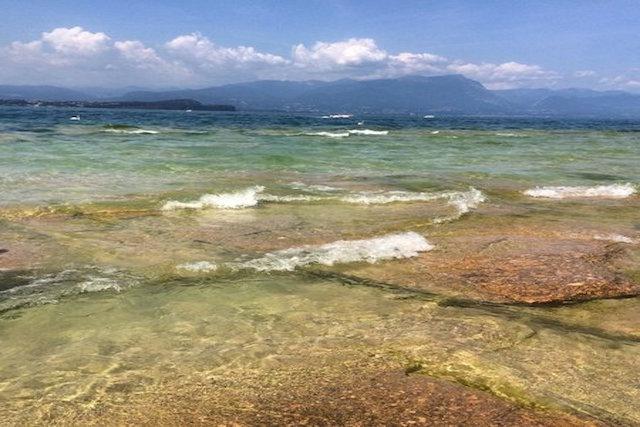 spiaggia giamaica sirmione lago garda