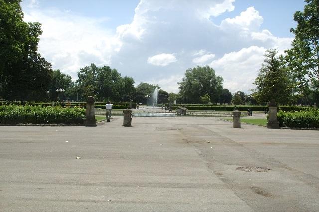 parco delle cascine da wikipedia https://it.wikipedia.org/wiki/parco_delle_cascine#/media/file:piazzale_kennedy_alle_cascine.jpg