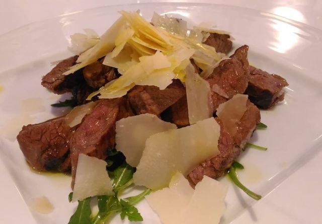 est vinum cibus andria puglia tagliata podolica carne ristorante mangiare