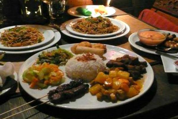 bali bar roma trastevere ristorante balinese indonesiano buffet riso pesce platano fritto aperitivo cocktail bar migliori cucine asiatiche a roma