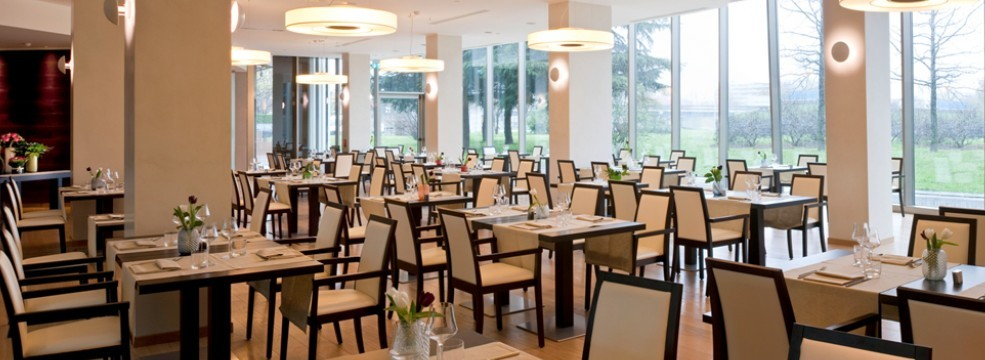 mirror lounge & restaurant