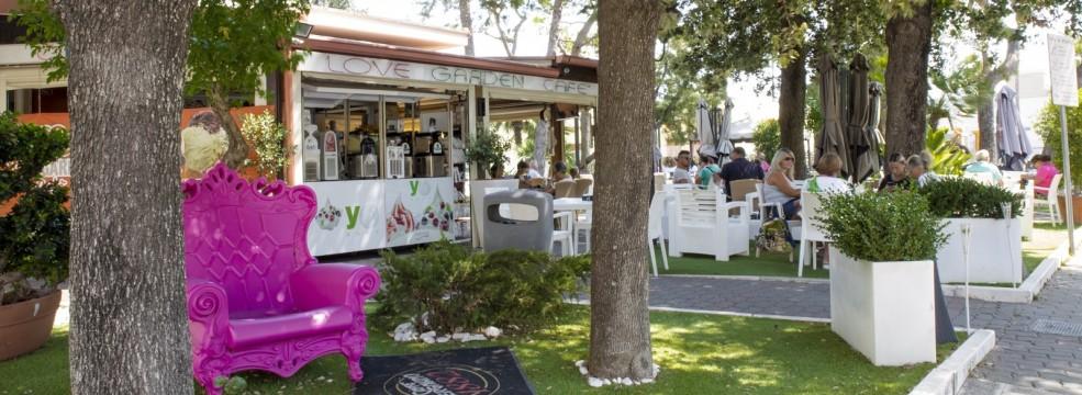 Love Garden Café
